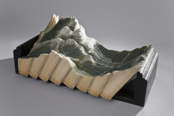 Paysages de montagnes créés avec des livres