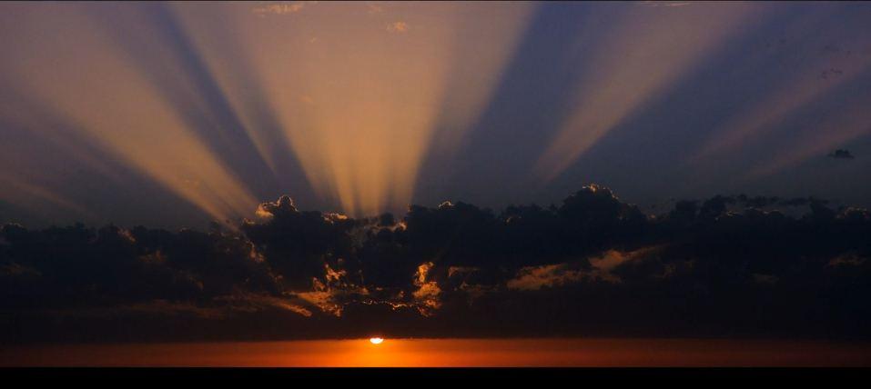 Time lapse de la beauté du ciel méditerranéen