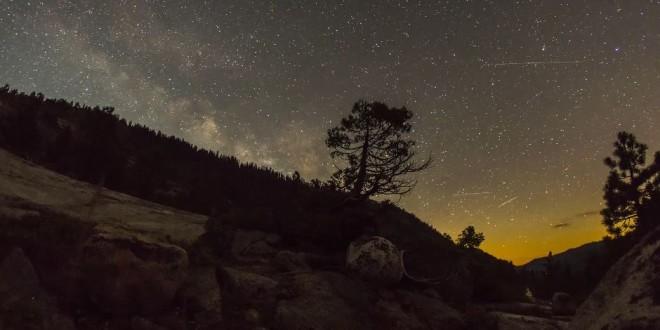 La beauté de la Sierra Nevada et de ses nuits étoilées en time lapse