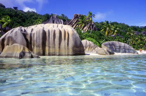 la-digue-island-seychelles-la-source-d-argent-beach