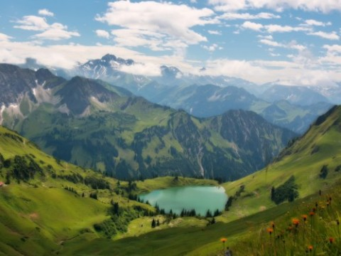 lake-in-the-alps-wallpaper
