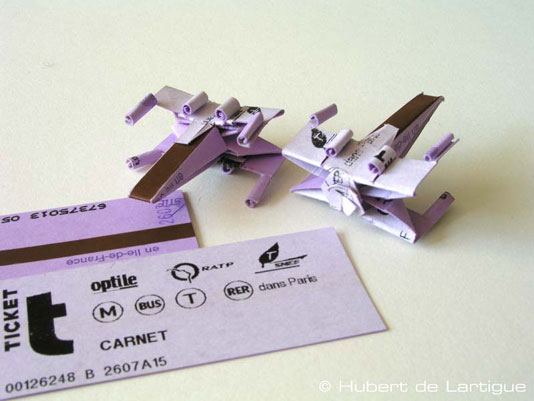 Photo of Un X-Wing avec un ticket de métro !