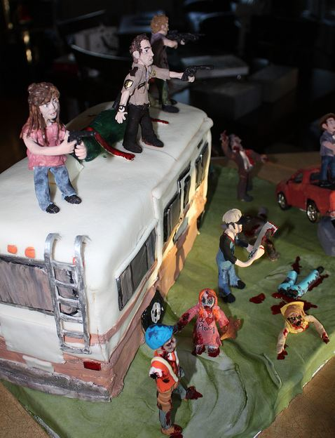 un gâteau d'anniversaire à l'effigie de the walking dead