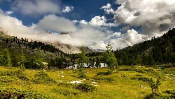 Time lapse des magnifiques paysages et ciels des Alpes