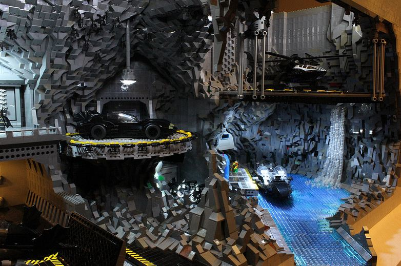 Photo of La cave de batman en Lego ! Batcave