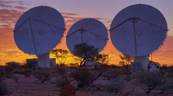 Time lapse des radiotélescopes d'Australie d'ASKAP