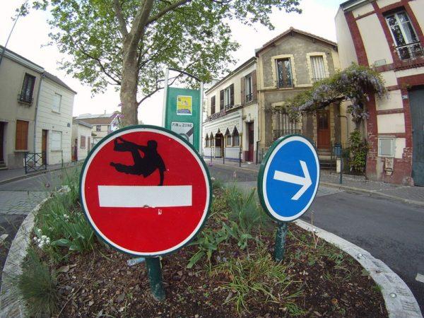 street-art-Jinks-Kunst-panneaux-détournés (10)