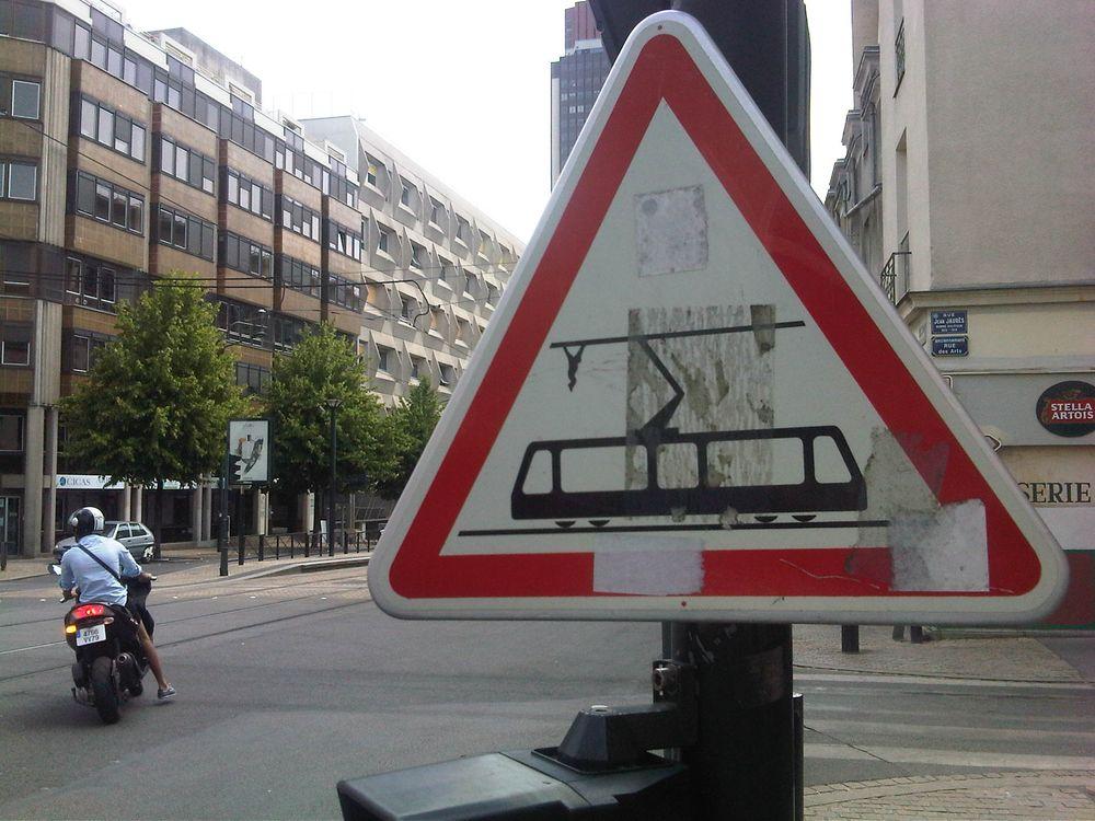 Photo of Du street art avec Jinks Kunst et ses panneaux détournés
