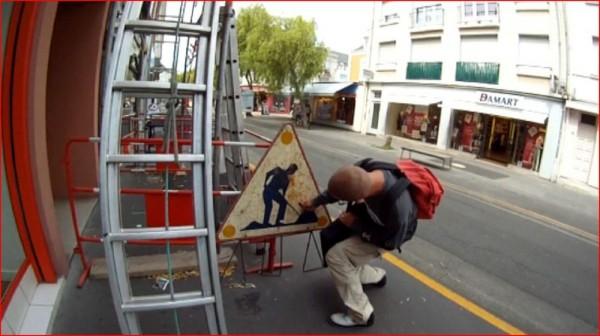 street-art-Jinks-Kunst-panneaux-détournés (35)