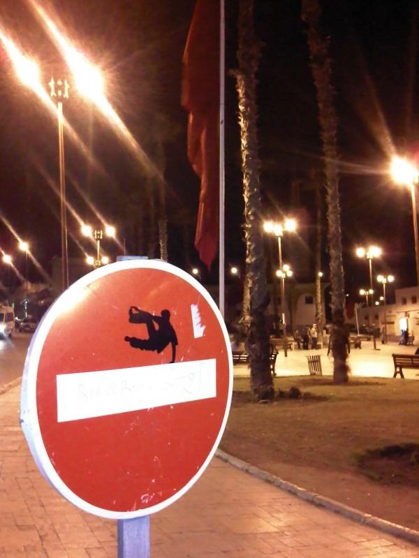 street-art-Jinks-Kunst-panneaux-détournés (38)