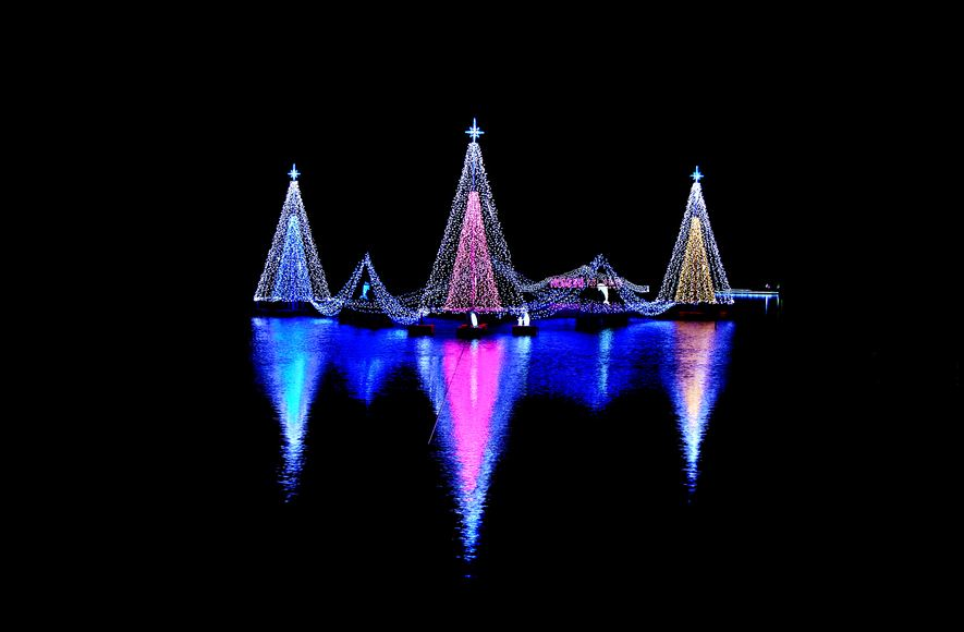 Photographie du jour #261 spécial Noël : Illumination on the water
