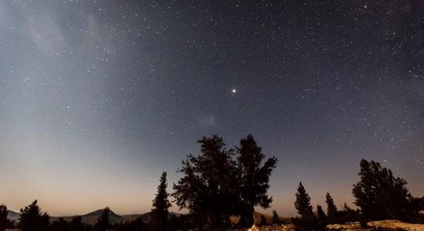Time lapse d'une pluie d'étoiles filantes - Perseid Meteor