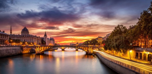 Conciergerie-Bridge-Paris
