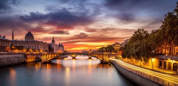 Conciergerie-Bridge-Paris