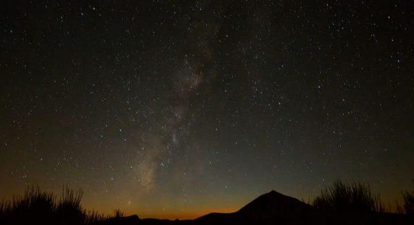 Time lapse sur la beauté du ciel de l'île de Ténérife