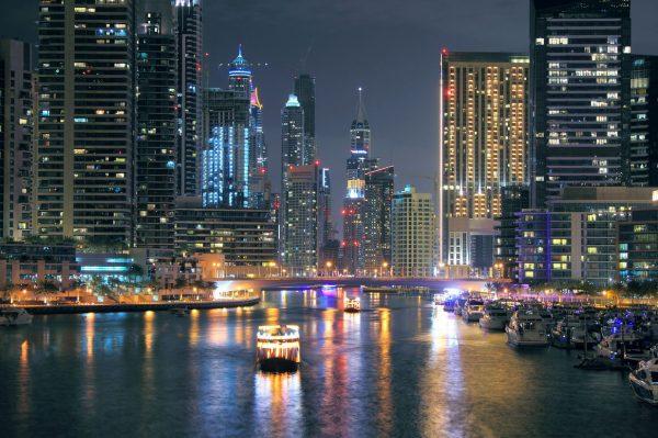 Time lapse sur la beauté de la ville de Dubai