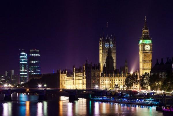 Time lapse sur la beauté de la ville nocturne de Londres