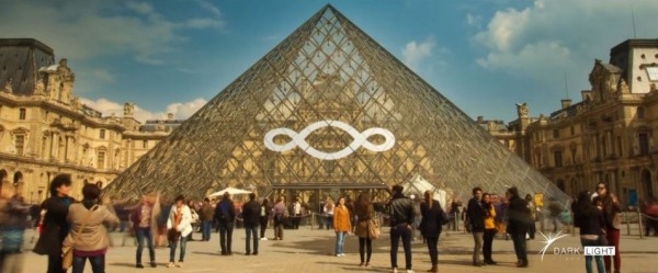 video-musee-louvre-paris-time-lapse