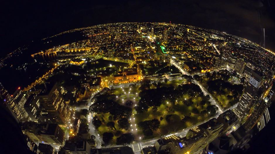 Photo of La ville de Sydney vue la nuit en time lapse