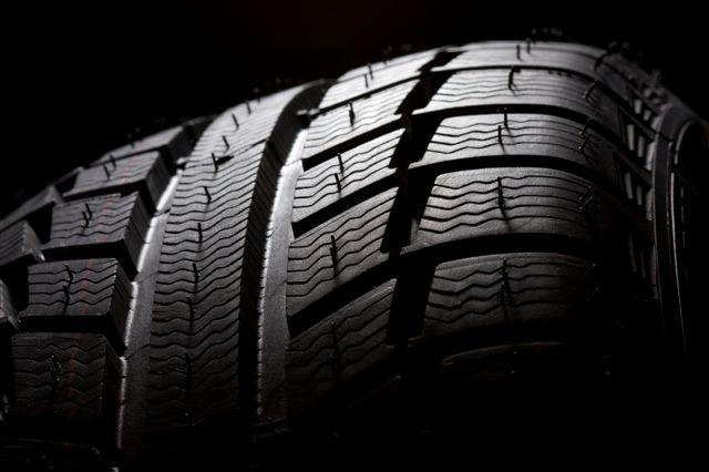 Comment choisir ses pneus pas cher en ligne for Garage pneu pas cher