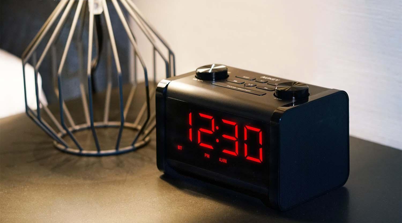 d couverte du radio r veil avec haut parleur bluetooth. Black Bedroom Furniture Sets. Home Design Ideas